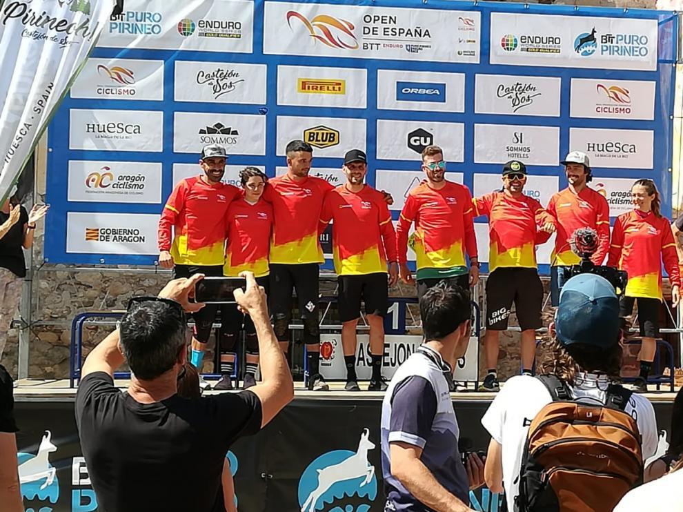 Los primeros líderes del Open de España de Enduro, en el podio de Castejón