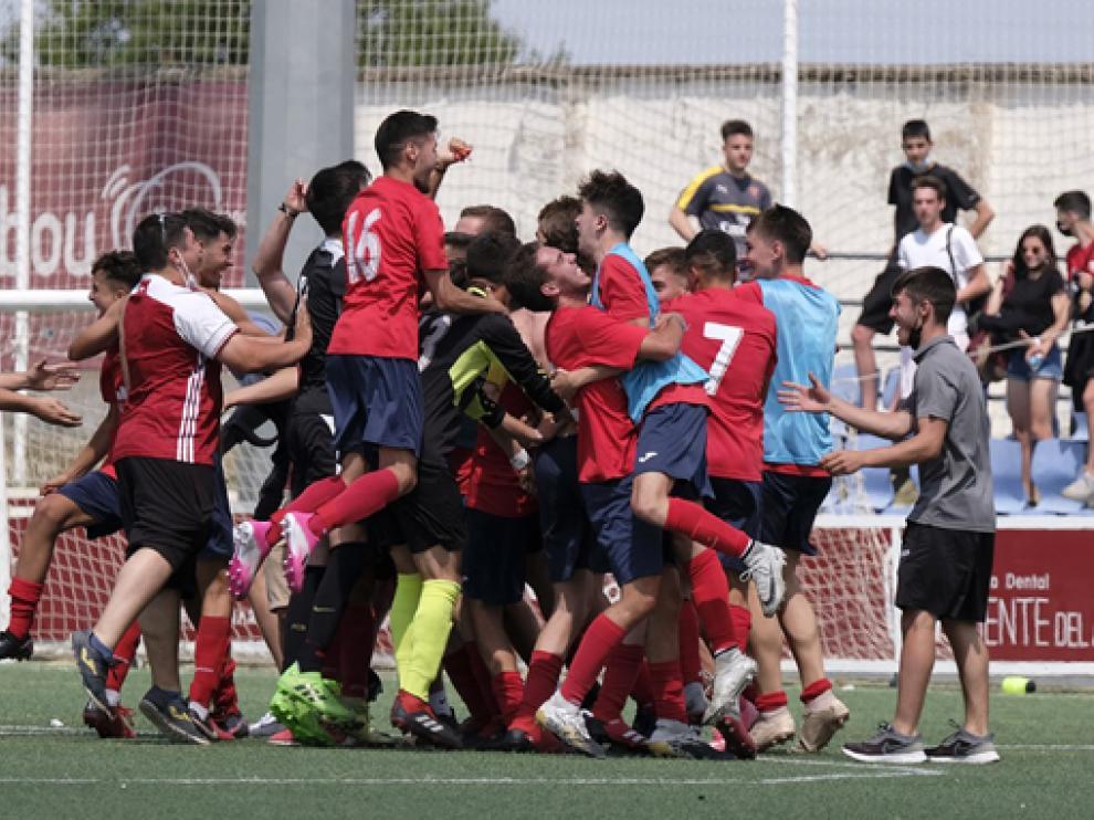 Alegría del Fraga juvenil para celebrar la Copa.