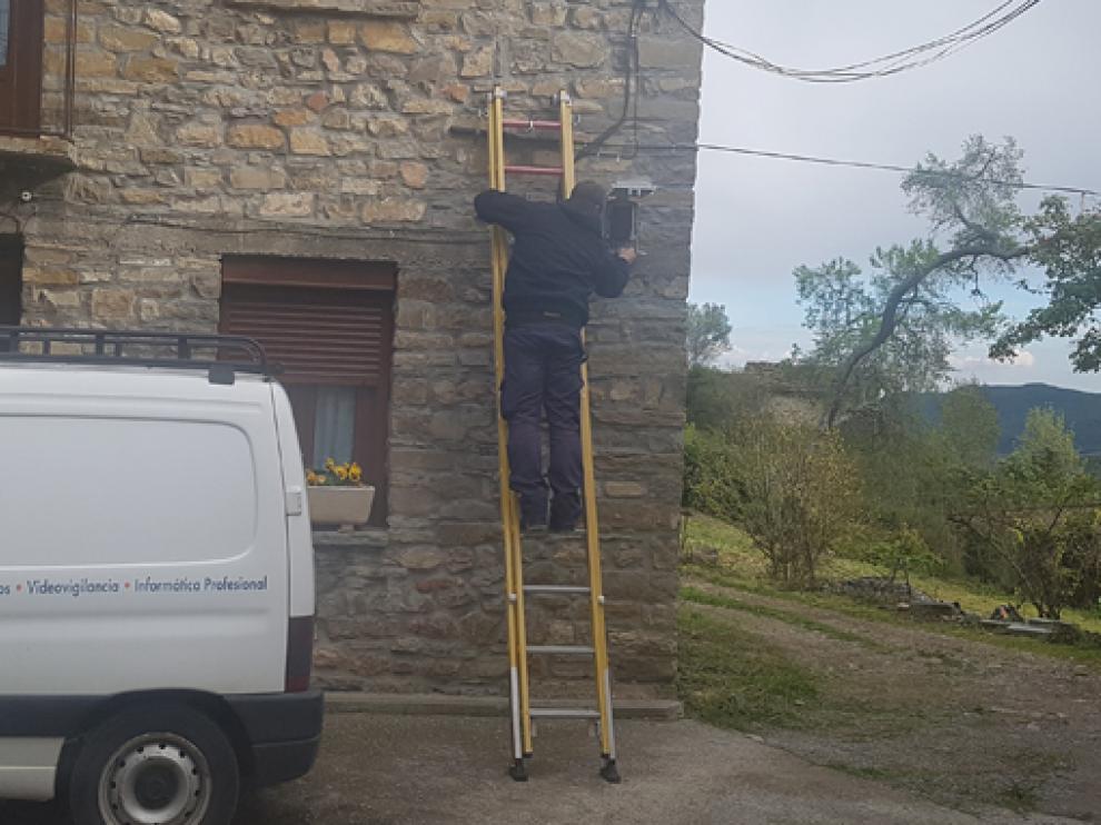 Instalación de  fibra óptica en la provincia de Huesca con Embou.