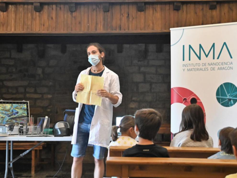 Andrés Seral ofreció una conferencia sobre materiales con los que trabaja el Inma.
