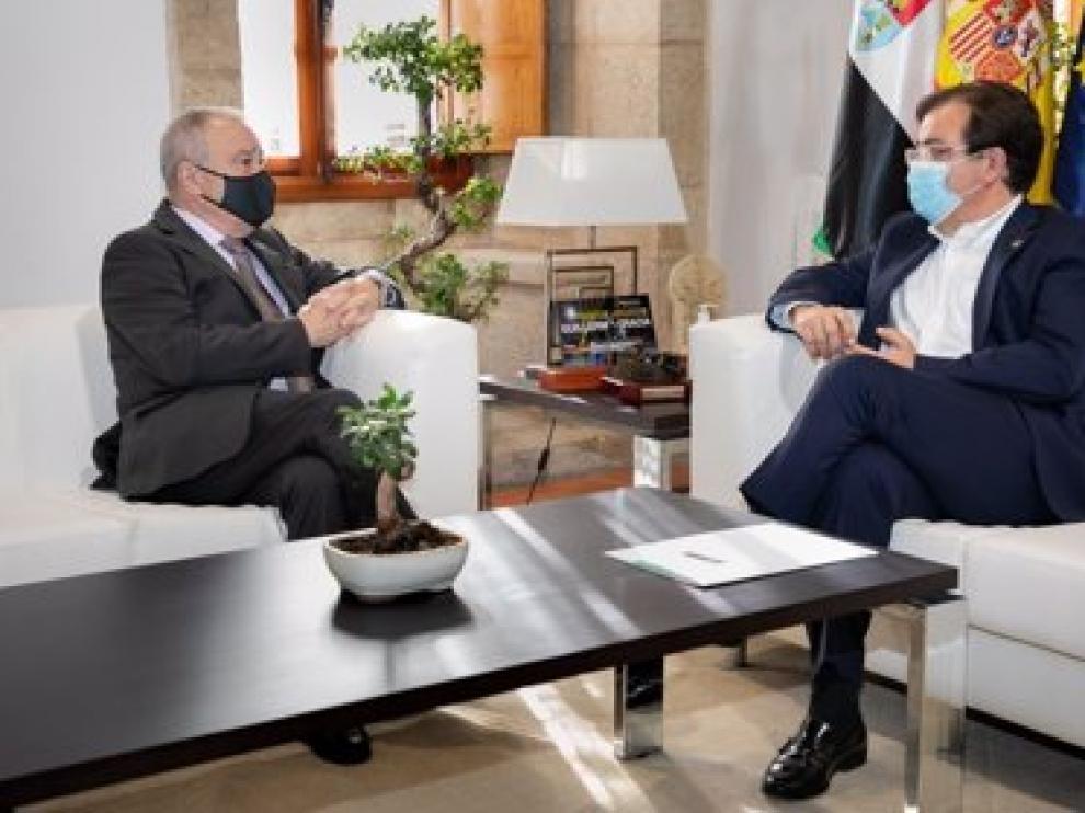 Los presidentes de la DPH, Miguel Gracia, y la Junta de Extremadura, Guillermo Fernández Vara
