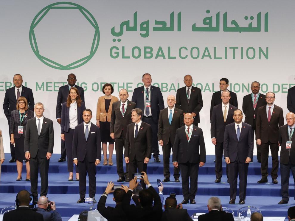Ministros de Exteriores y representantes de los 83 países de la coalición internacional contra el Estado Islámico