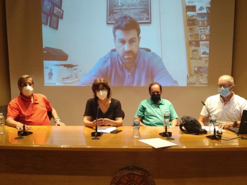 Sergio Ripoll, María Ángeles Pérez, Francisco Javier Muñoz y Miguel Ardanuy, en la apertura de los cursos de verano de la Uned.