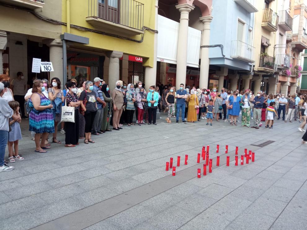 Unas 200 personas han acudido a la convocatoria en la plaza del Mercado