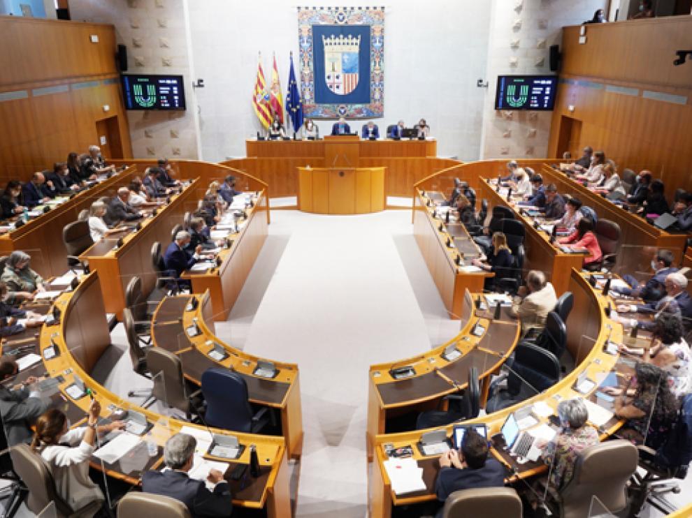 Un instante de la sesión del pleno de las Cortes de Aragón celebrado este martes.
