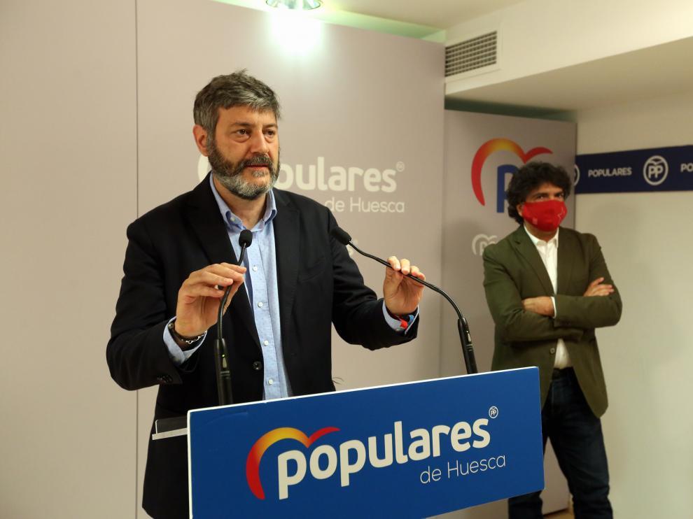 El presidente provincial, Gerardo Oliván, y el diputado, Mario Garcés, en el balance territorial.