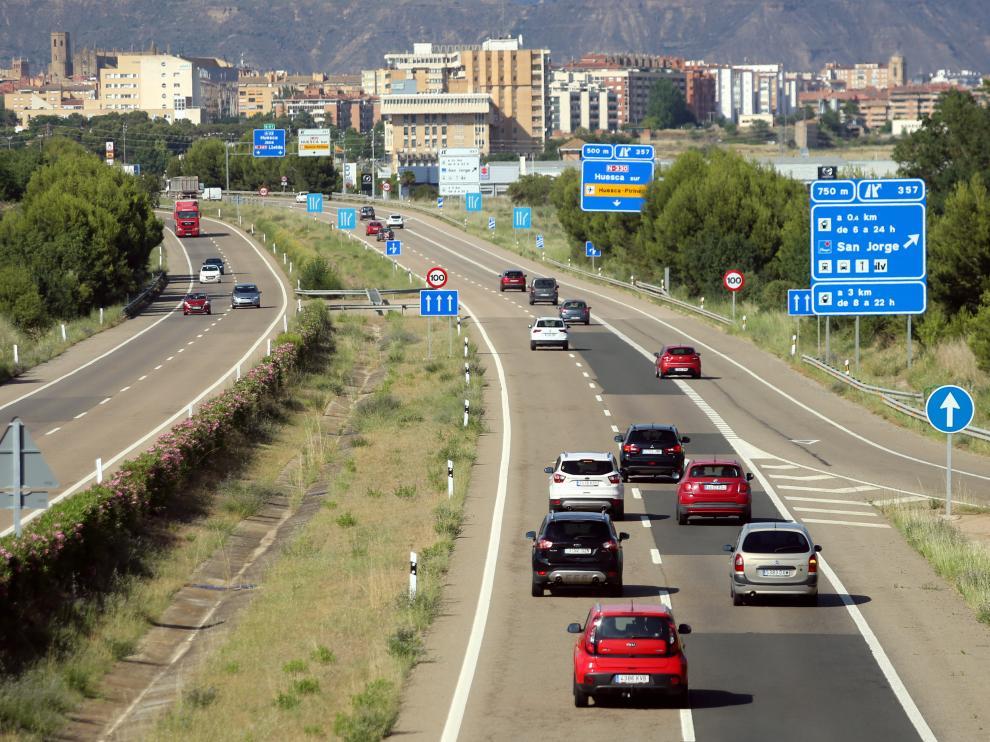 Vehículos la tarde de este viernes en la A-23, en dirección al Pirineo