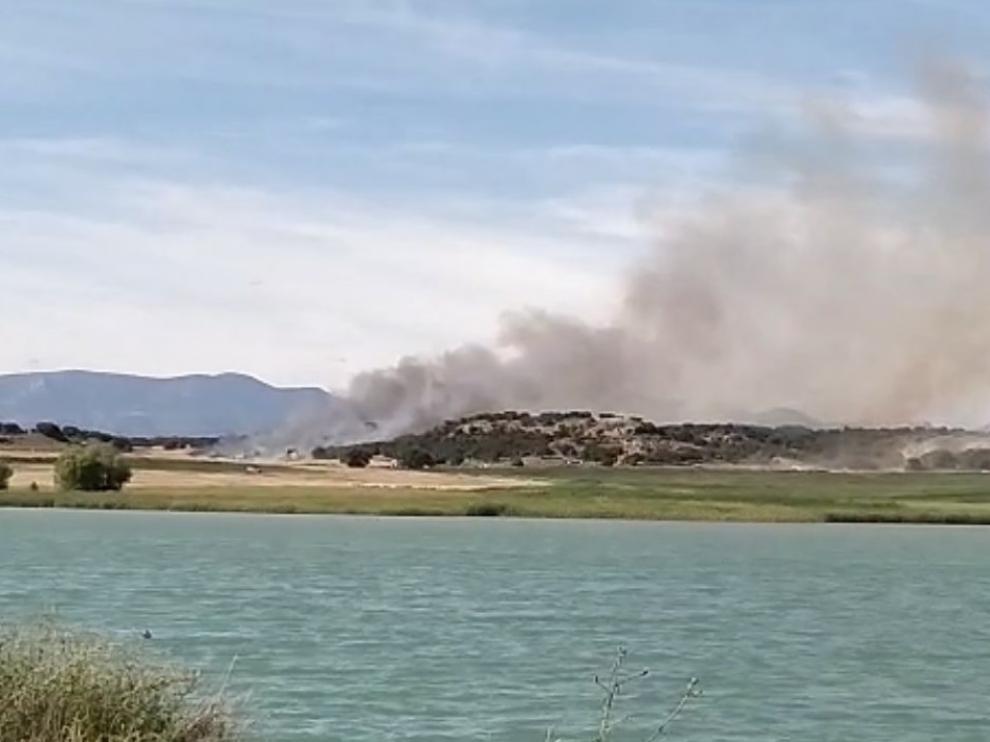 El humo podía verse desde la distancia.