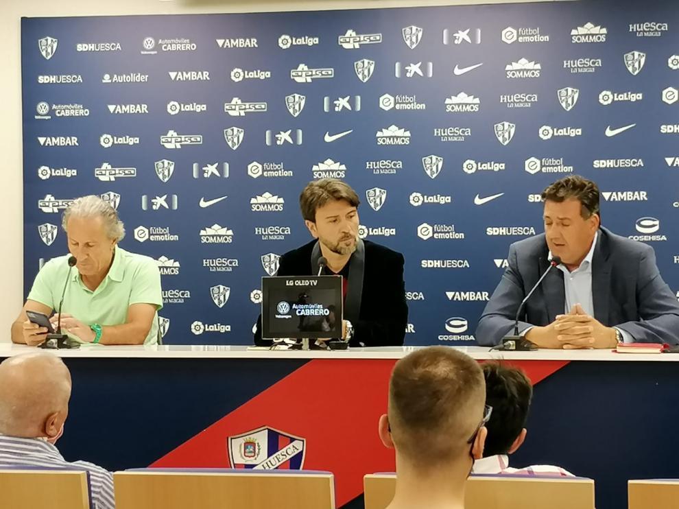 Petón, Ismael Arilla y Manolo Torres, en la presentación en El Alcoraz.