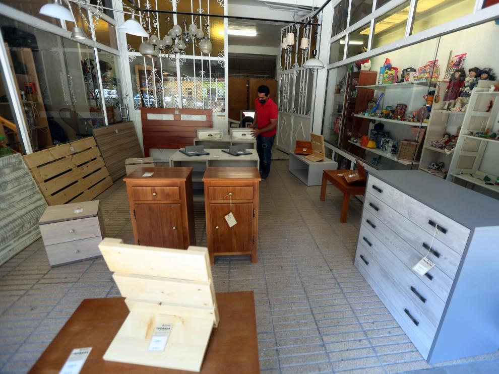 """La exposición """"Restaura con Corazón"""" en la tienda Trobada Muebles en la calle Ramón y Cajal"""