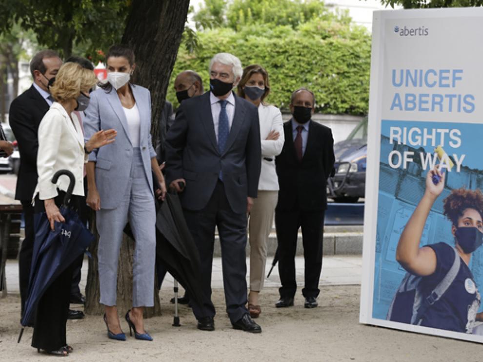 La reina visita la exposición conmemorativa del 75 aniversario de la creación de Unicef