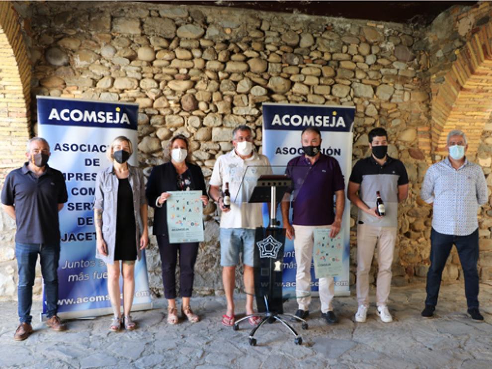 Representantes durante la presentación de la campaña de verano de la asociación empresarial.