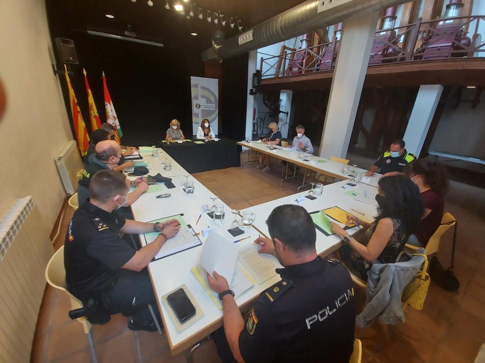 Participantes en la Junta Local de Seguridad de Sabiñánigo.