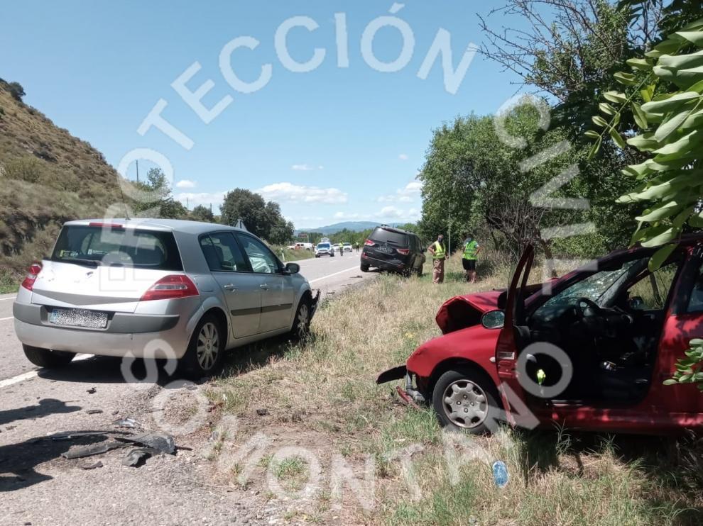 Tres vehículos implicados en un accidente en Barbastro.
