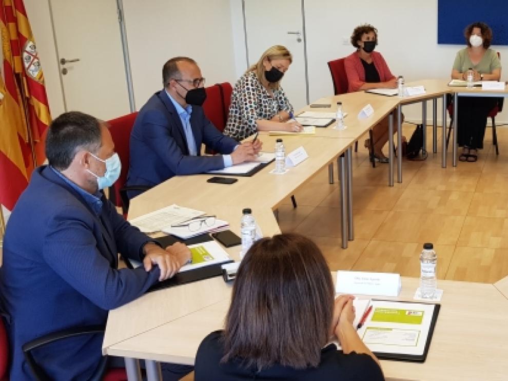 Encuentro de los consejeros Marta Gastón y Felipe Faci con empresas y centros educativos de Fraga