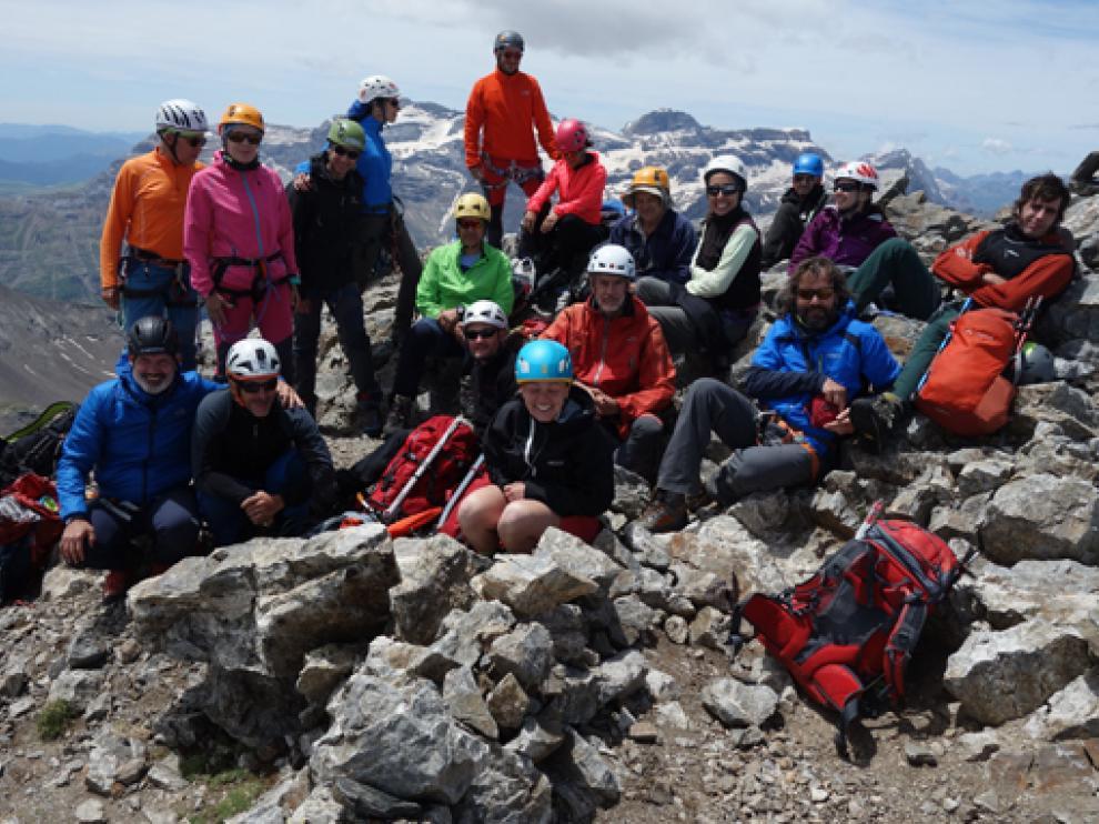 Imagen del grupo en la cima de La Munia.