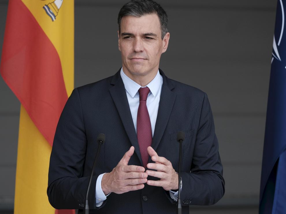 Pedro Sánchez responde a la campaña contra el consumo de carne durante su gira báltica.