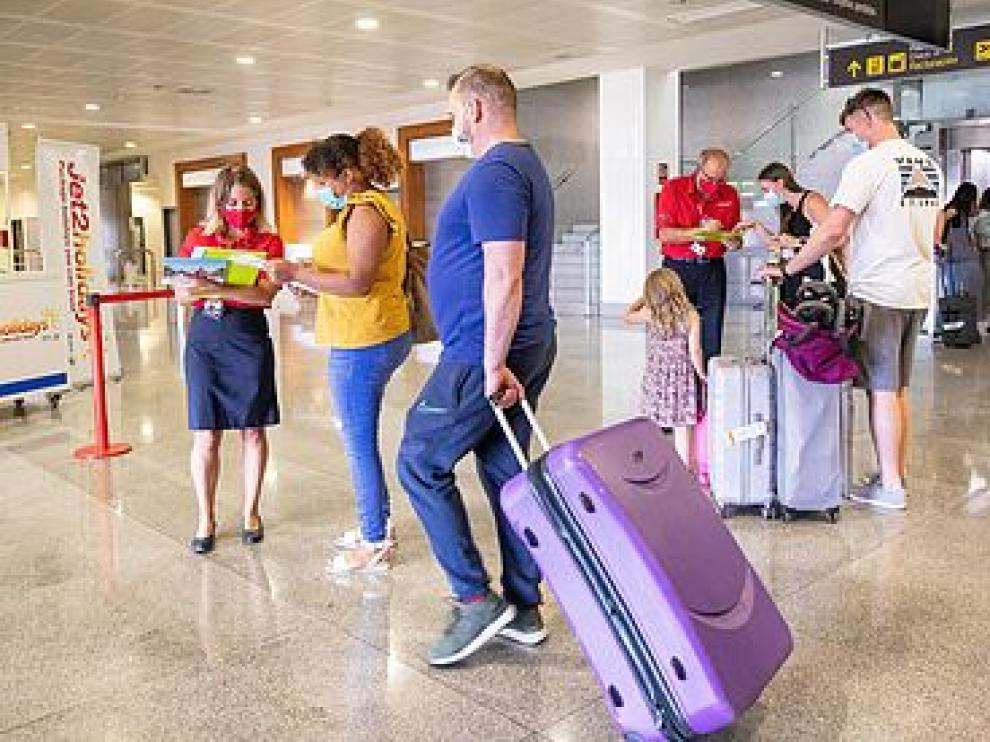 Los turistas procedentes de España no tendrán que hacer cuarentena cuando entren en el Reino Unido