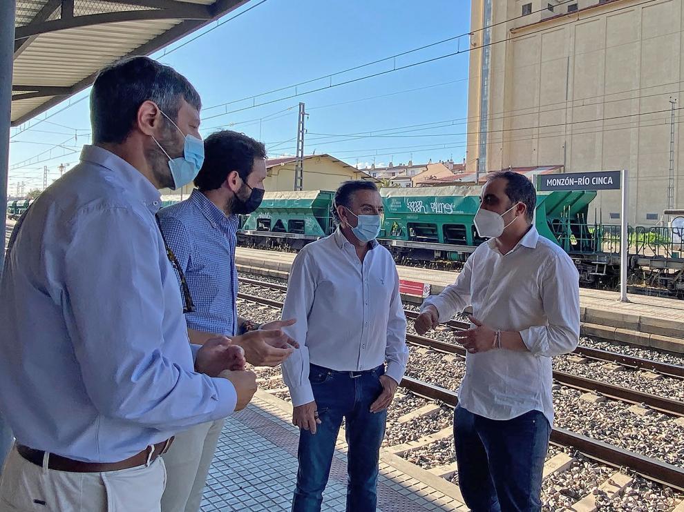 Oliván, Claver, Beamonte y Samperiz en la visita a Monzón