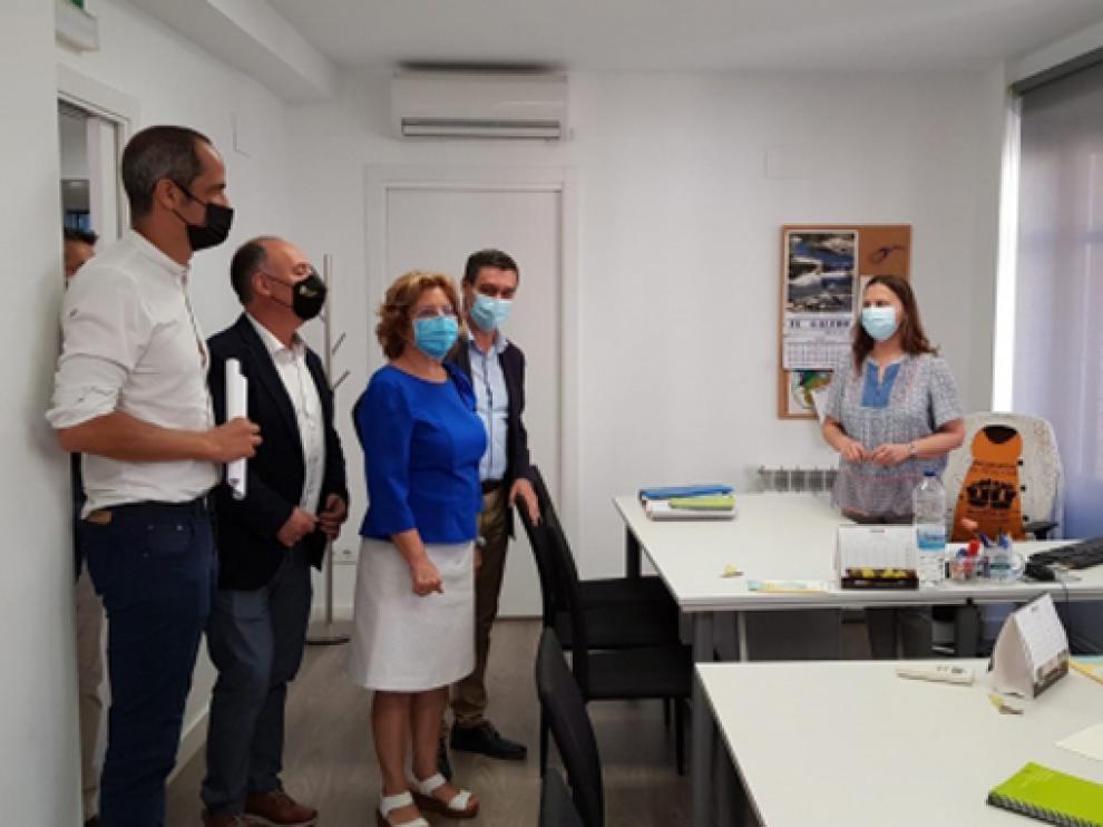 Visita de la consejera María Victoria Broto a la sede de los Servicios Sociales de la Comarca del Bajo Aragón