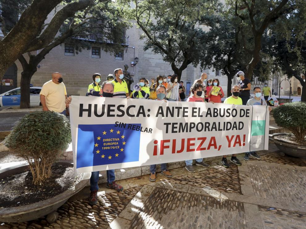 Concentración en Huesca en contra de los abusos de temporalidad