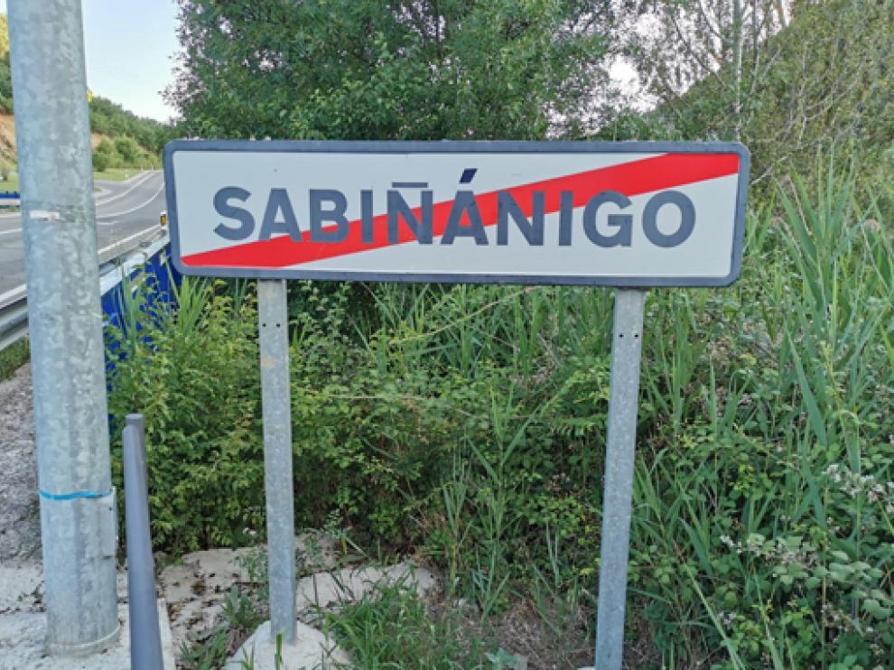 Señal a la salida del término de Sabiñánigo