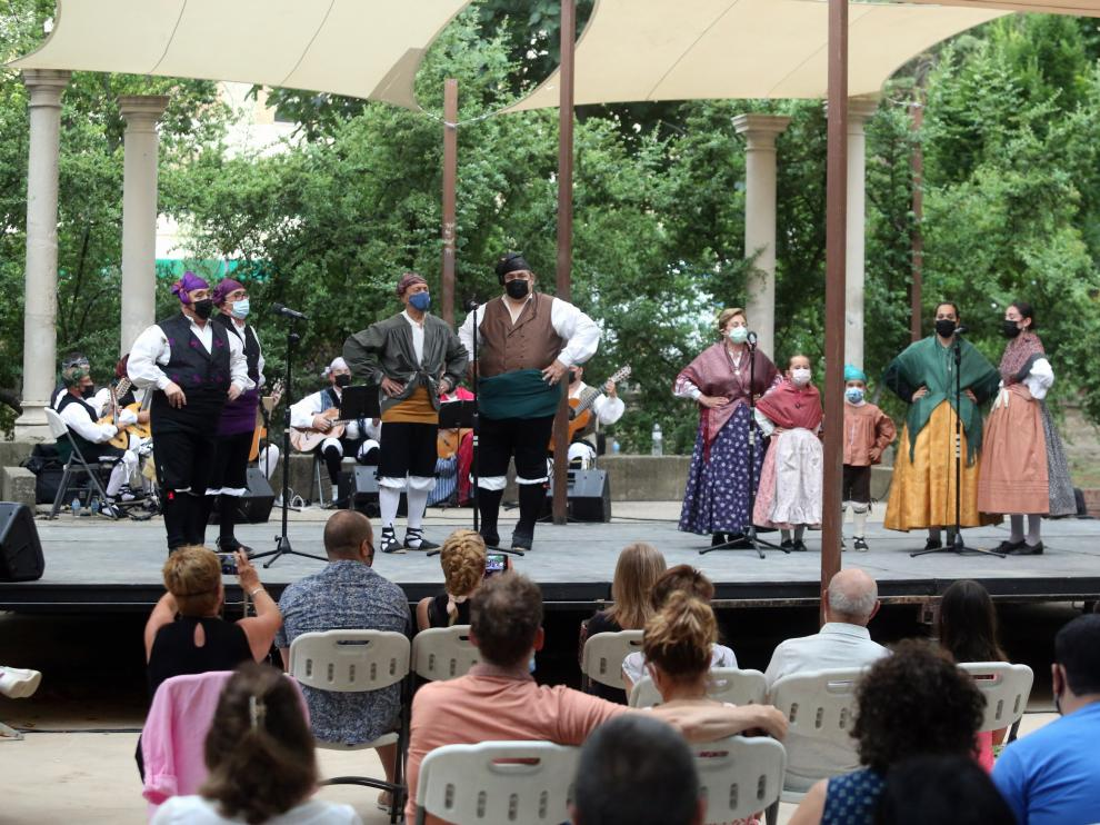 Imagen de la actuación del grupo Elenco ayer en el Teatro Griego.
