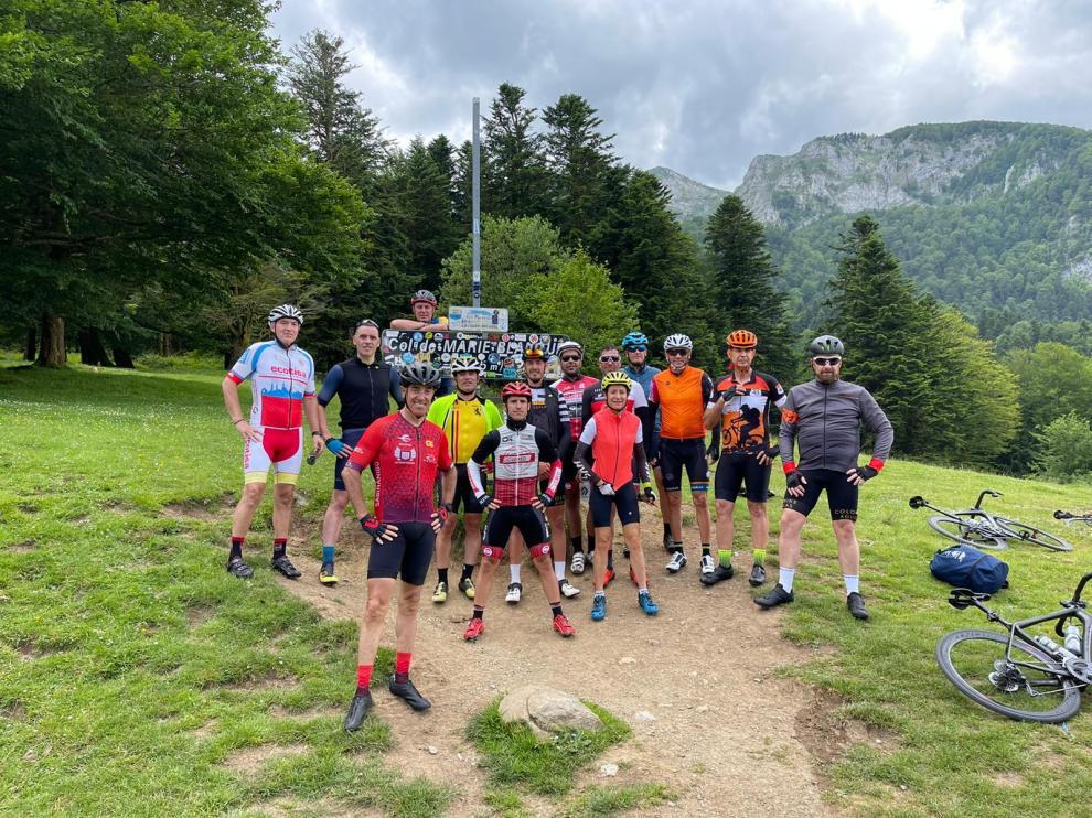 El grupo, en la cima del Marie Blanque, uno de los puntos clave del recorrido.