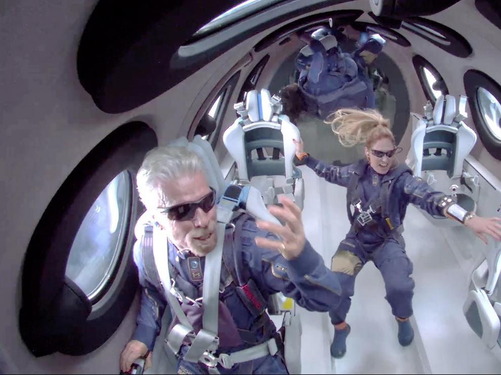 Richard Branson a bordo del Virgin Galactic.