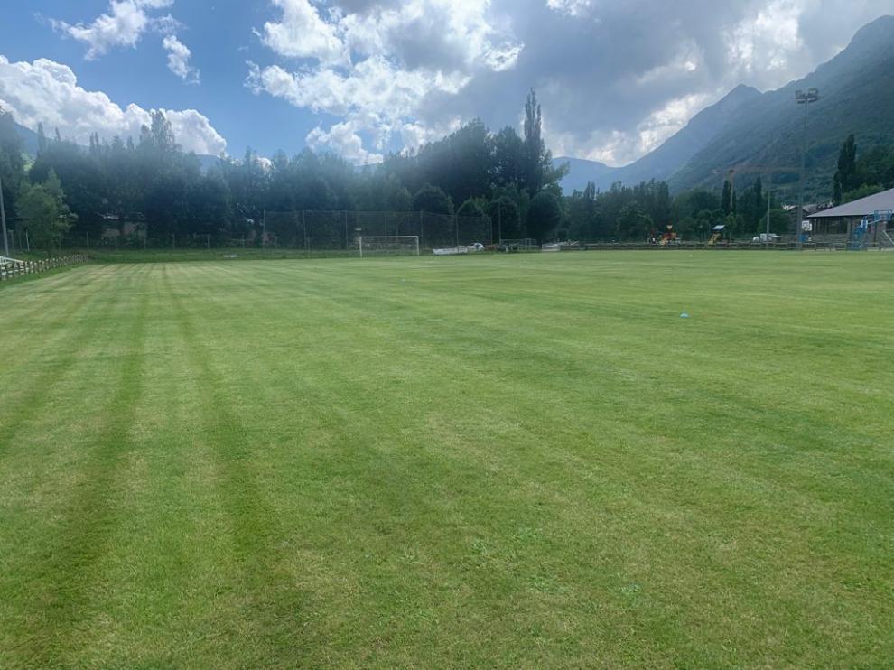 Aspecto que presenta el campo de fútbol de Benasque.