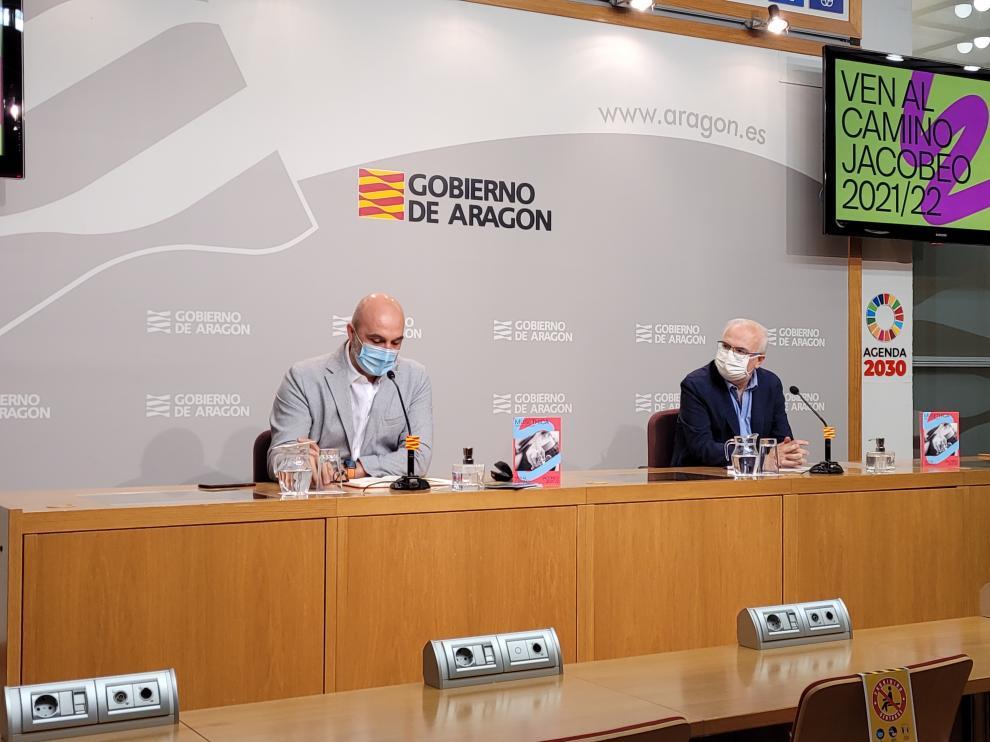 Víctor Lucea director de Cultura, y el de Política Lingüística, José Ignacio López durante la presentación