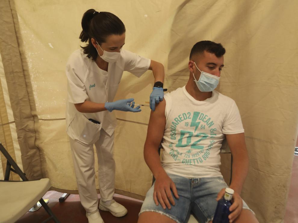 Borja García ha sido el primero en vacunarse.