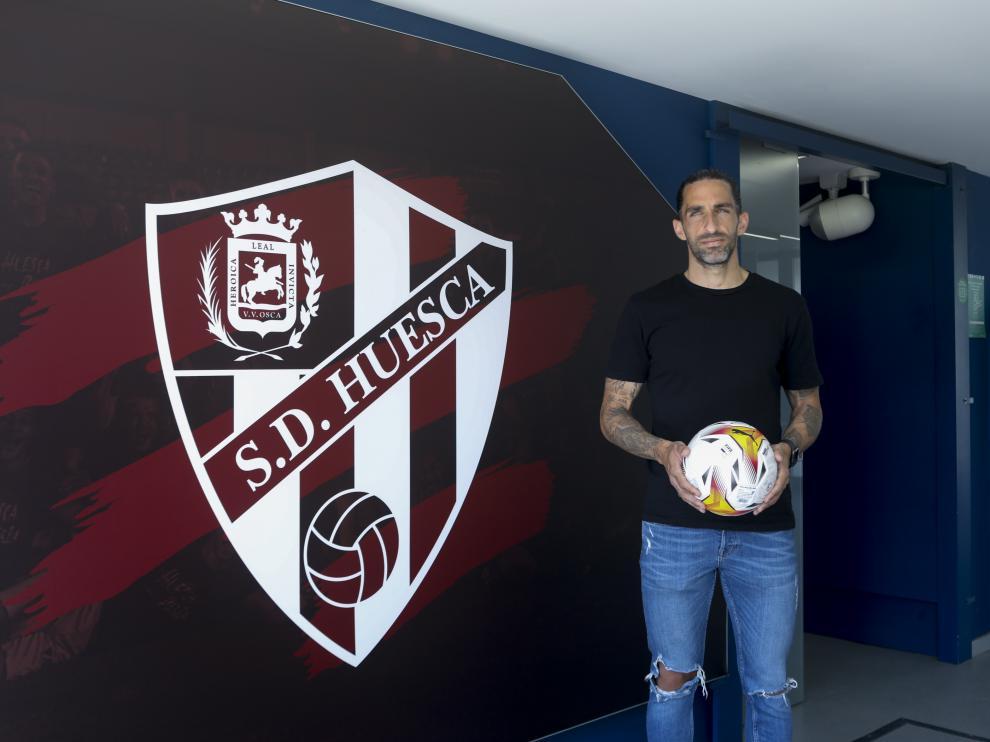 Marc Mateu, en su presentación como nuevo jugador del Huesca