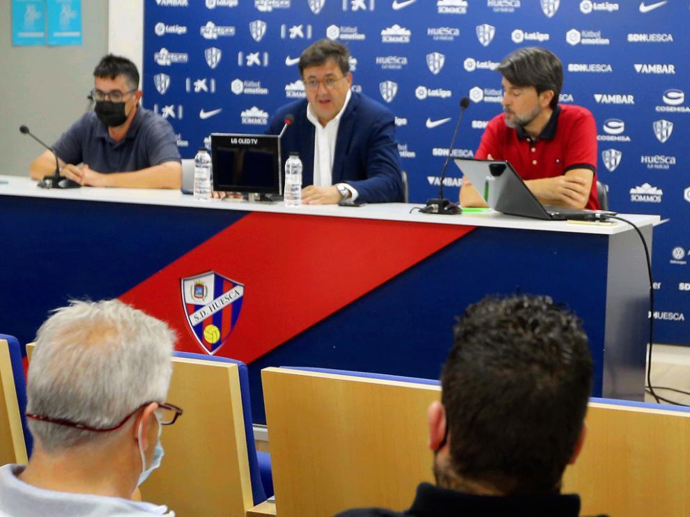 Cruz, Torres y Arilla en la presentación.