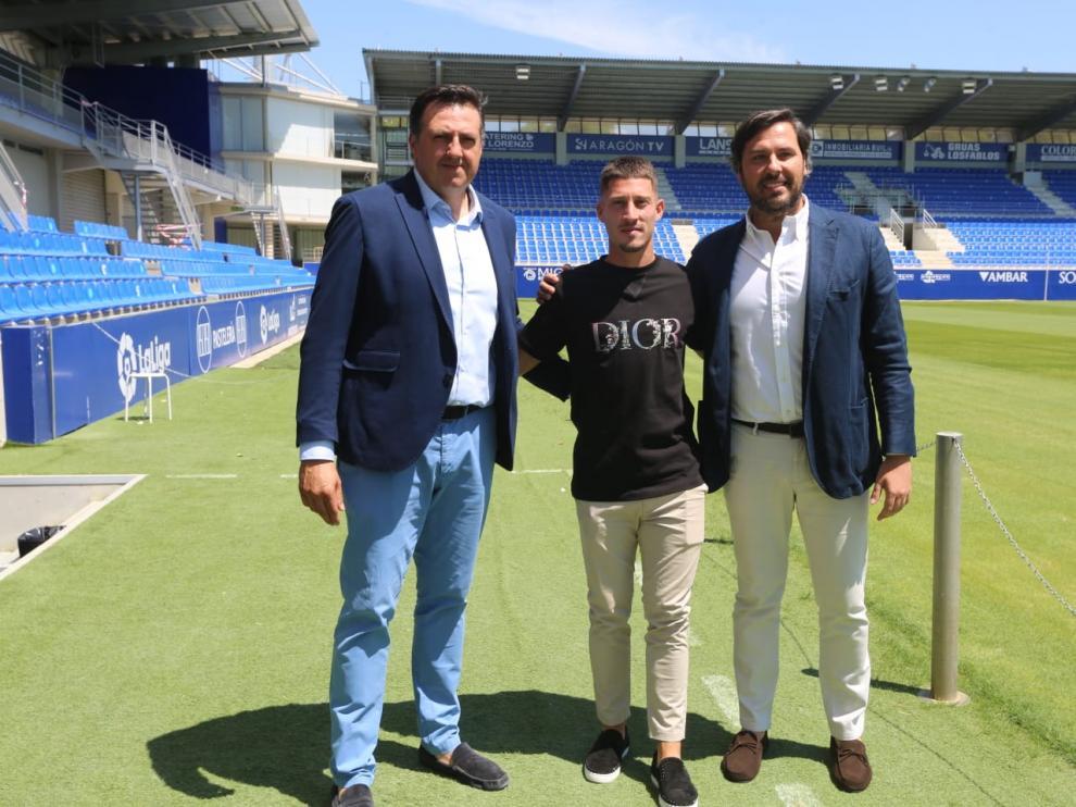 Enzo Lombardo, en El Alcoraz con Manuel Torres y Rubén García.