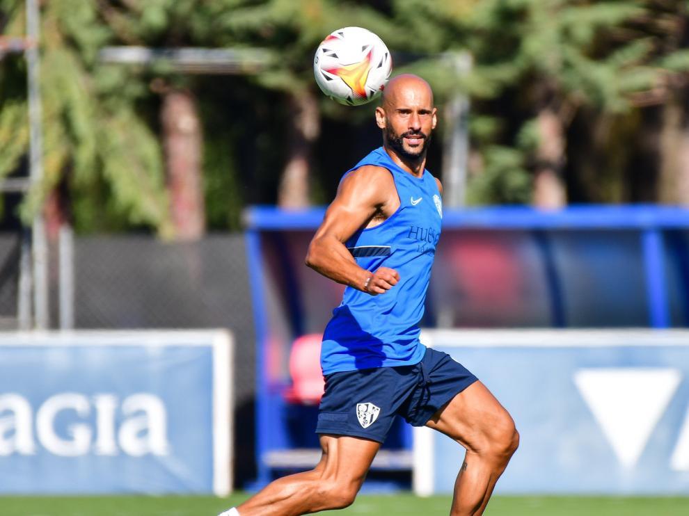 Mikel Rico, durante un entrenamiento del Huesca.