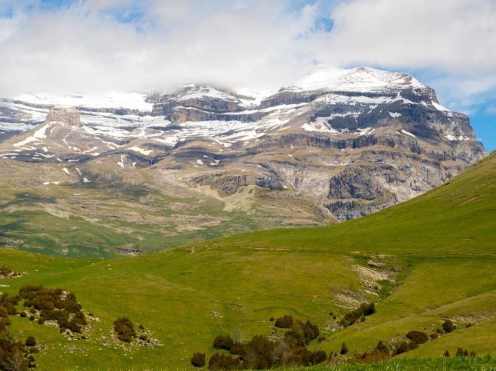 Vista de la cara sur del macizo de Monte Perdido, el macizo calcáreo más alto del mundo con sus 3.355 metros
