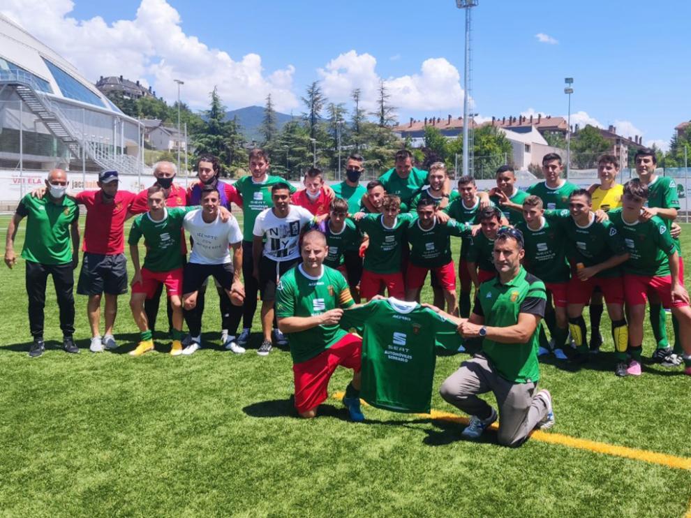 Alegría del Jacetano tras conseguir el ascenso a Primera Regional Preferente