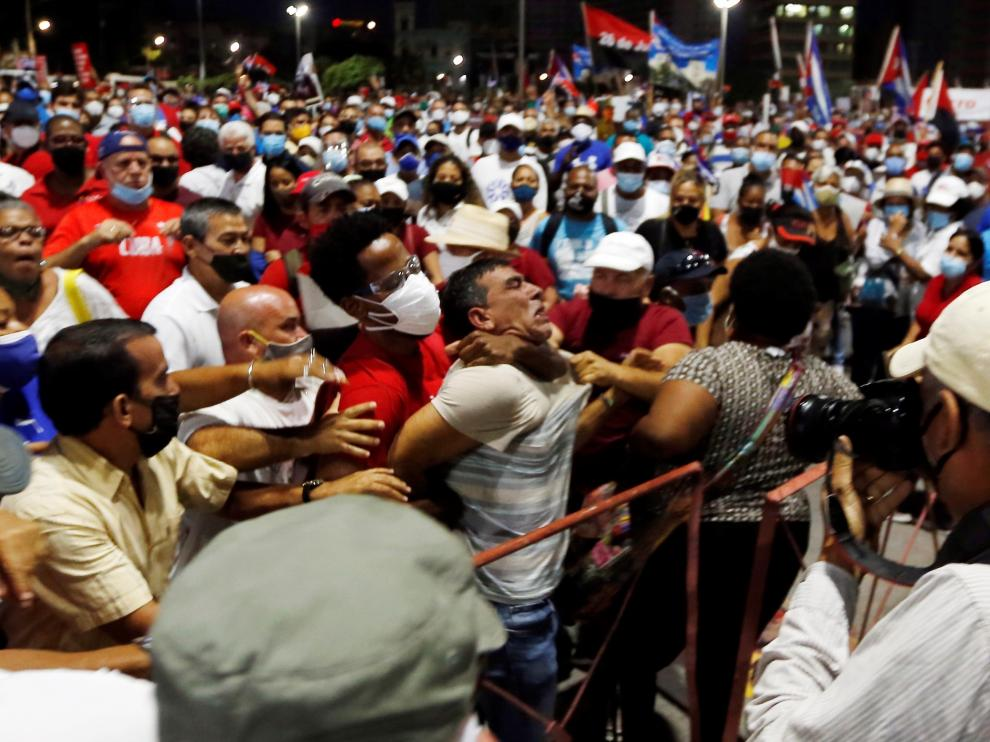 Miles de personas se concentra en La Habana en un acto de apoyo a la Revolución organizado por el Gobierno cubano.