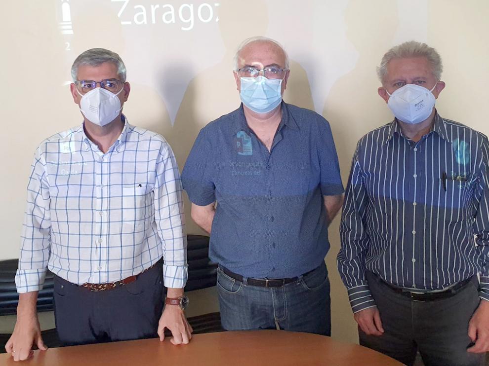 El director general de Política Lingüística, José Ignacio López, entre Javier Giralt y Francho Nagore