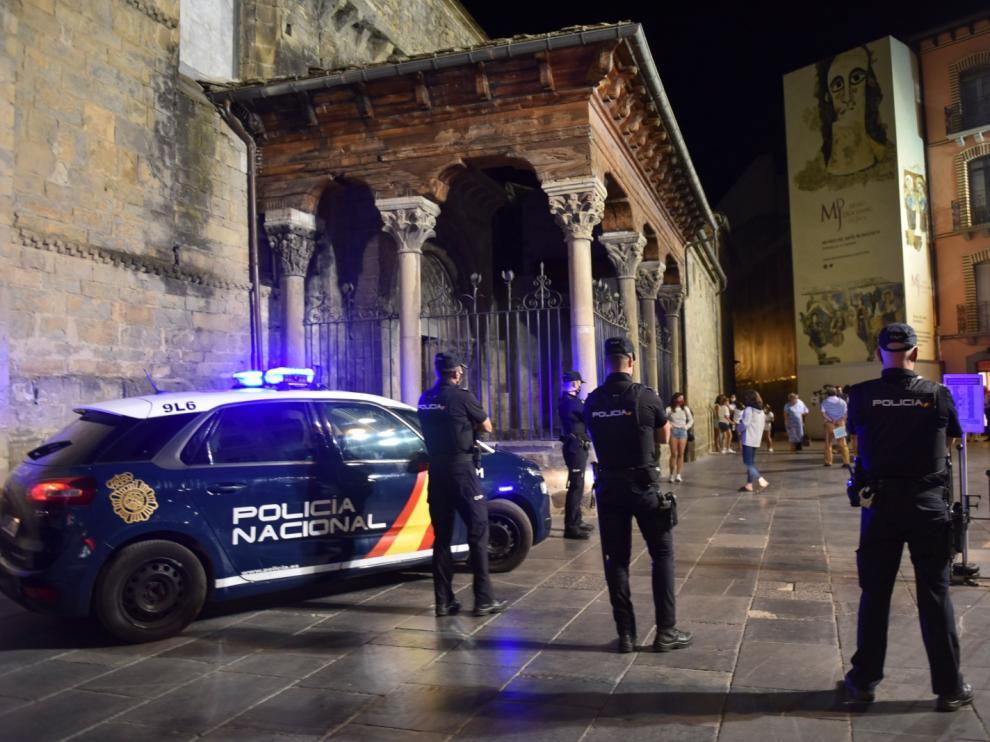 Imagen del dispositivo policial en Jaca