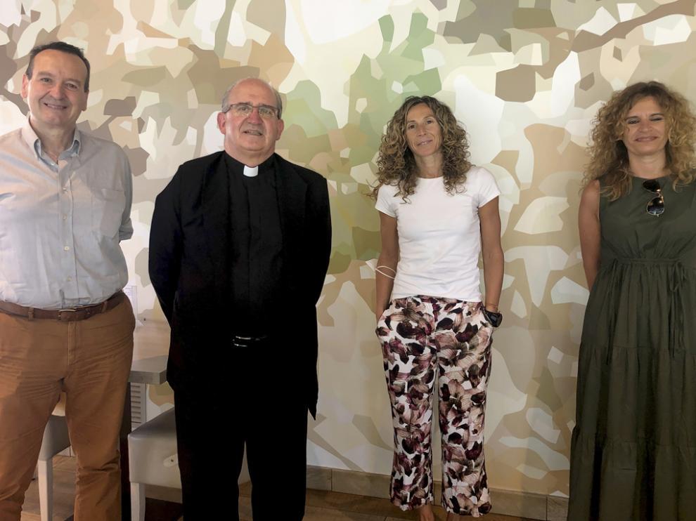 Ángel Lasheras, junto a periodistas de la Ribagorza.