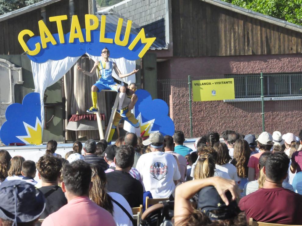 Circo La Raspa abrió la jornada del domingo.