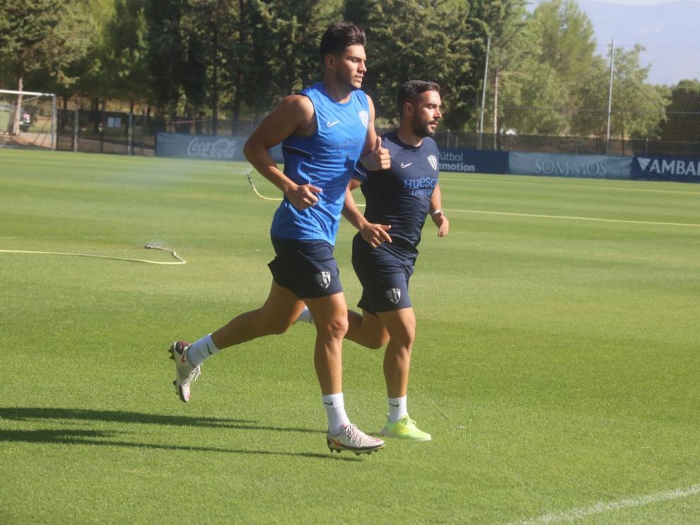 Salvador ha trabajado en el césped al margen con Carracedo.