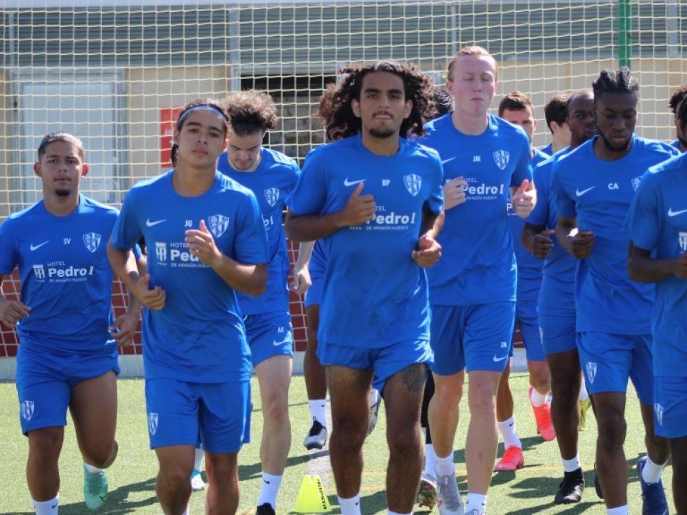 Los veintidós jugadores que estarán hasta el 31 de julio en Huesca iniciaron los entrenamientos el domingo pasado.