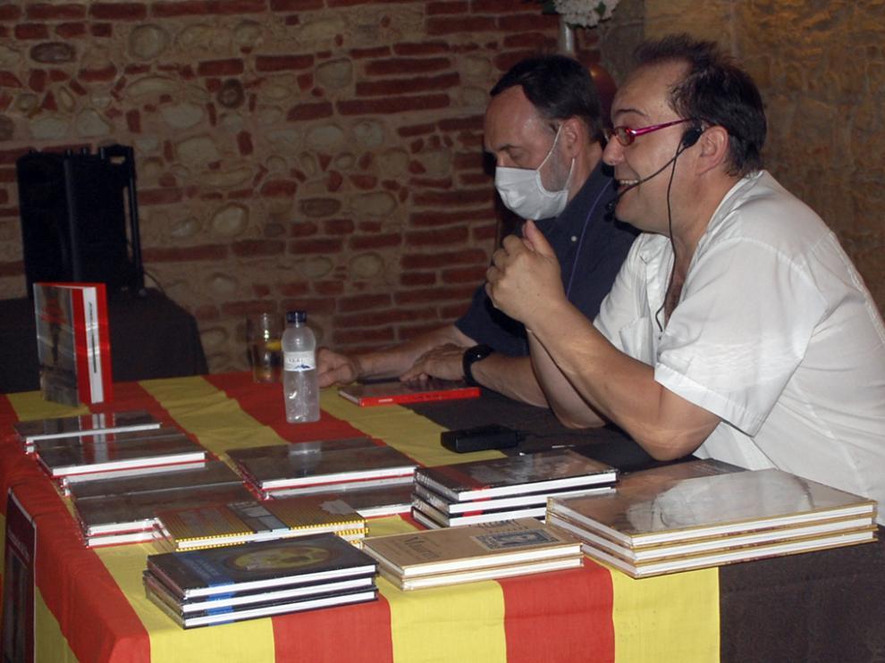 Los  encargados  de presentar el libro fueron Juan Yzuel y Salvador Trallero