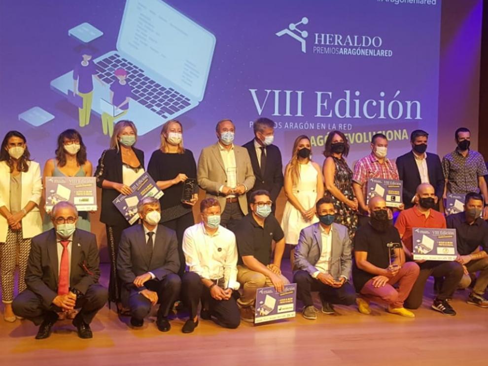Foto de familia, tras la entrega de premios de Aragón en la Red