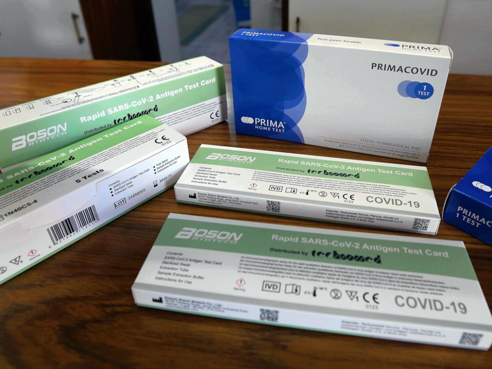 Cajas de test de autodiagnóstico covid de la farmacia Compairé en Huesca