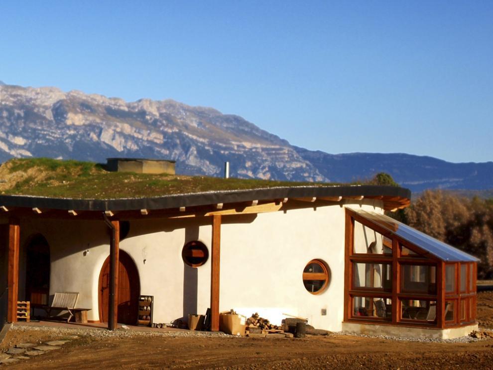 Vivienda aislada y autosuficiente ubicada cerca de Boltaña, construida con los principios y técnicas de la bioconstrucción