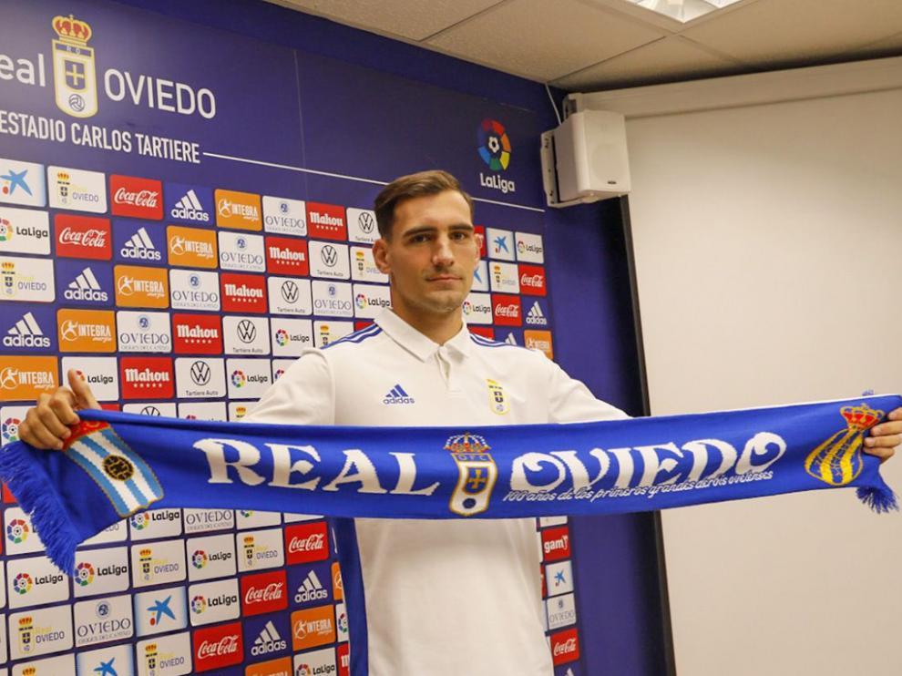 Dani Calvo fue presentado ayer por el Oviedo poco después del anuncio de su fichaje